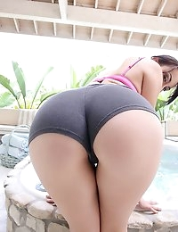 :: Shesnew.com presents Mandy Muse in Jacuzzi Booty :: photo #2