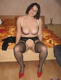 WifeBucket - real amateur MILFs and wives! Swingers too! photo #1